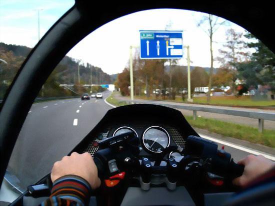MonoTracer - мотоцикл с салоном