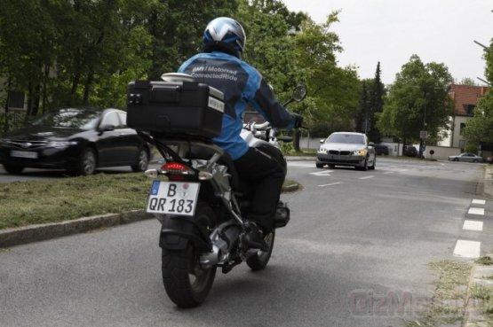 BMW Left Turn Assistant предупредит о мотоциклисте