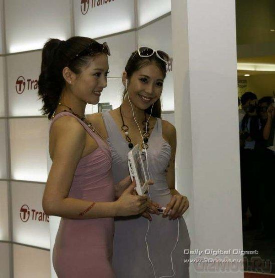 Красавицы со стендов на выставке Computex 2011