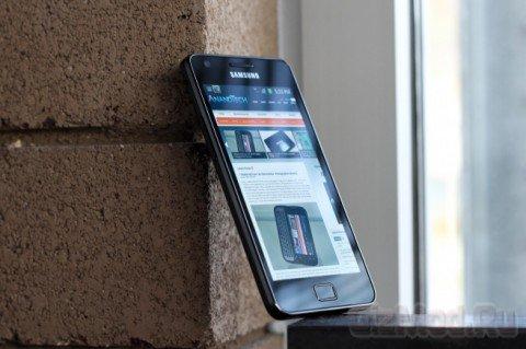 Galaxy S II проигрывает iPhone 4S