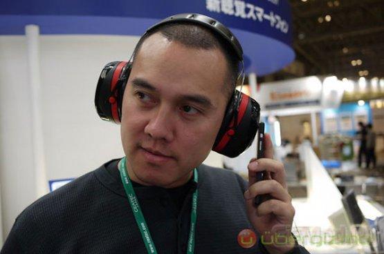 "KDDI представила ""виброфон"" на Android"