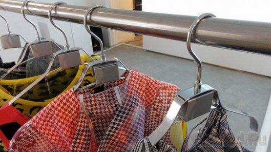 Японцы внедрили в магазины интерактивные вешалки