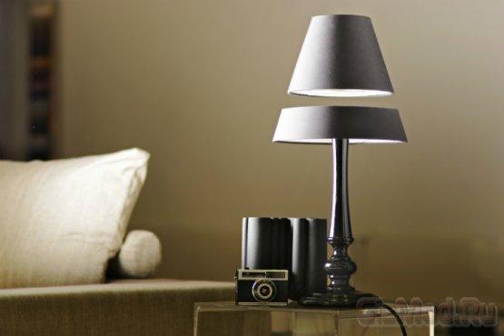 Левитирующие настольные лампы - новый писк моды