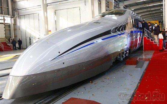 Пластмассовый китайский поезд развивает 500 км/ч