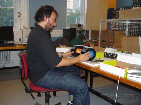 Физик собрал коллайдер из LEGO
