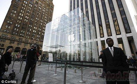 Ажиотаж у магазинов Apple в Нью-Йорке