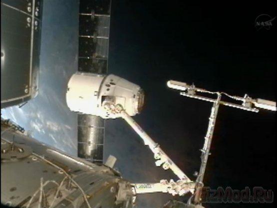 Dragon встретился с МКС