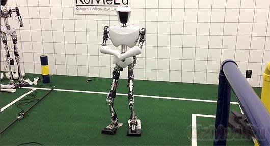 Gangnam Style в исполнении робота CHARLI-2