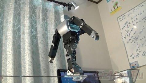 Робот-канатоходец из Японии
