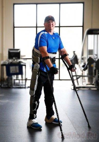 Новый экзоскелет позволяет инвалидам ходить