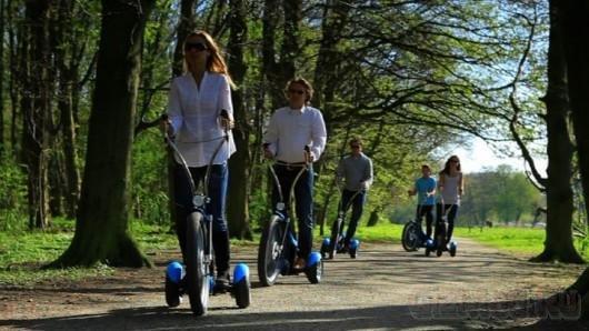 Qugo - эелектрический трицикл-самокат