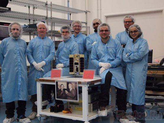 Nexus One в составе спутника на орбите