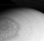 Cassini передал свежий снимок гексагона Сатурна
