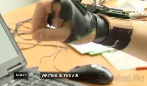 Перчатка считывает текст в воздухе