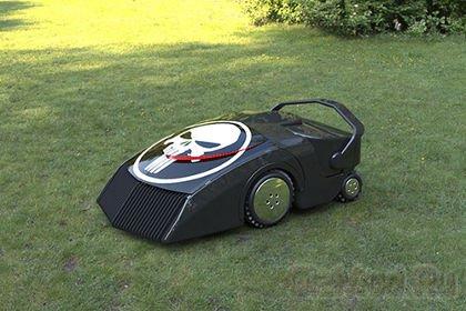 Робот-газонокосилка работает на траве