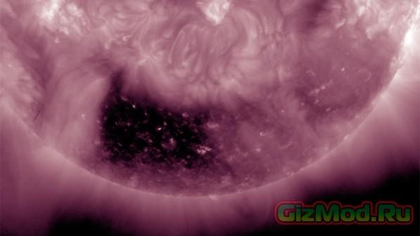NASA нашла странное тёмное отверстие на солнце
