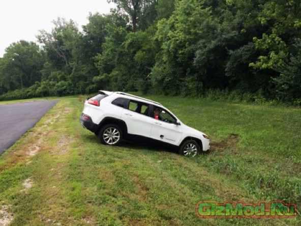 Взлом кроссовера Jeep Cherokee