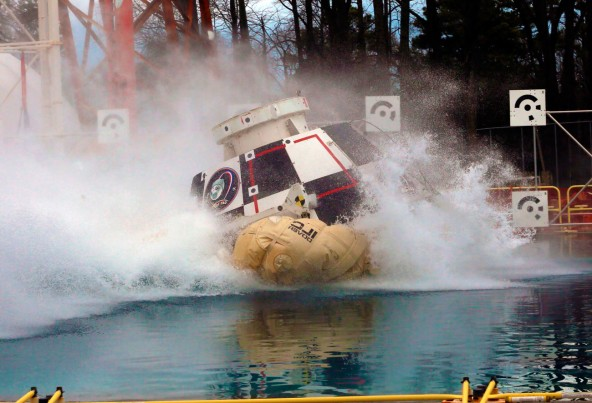 Краш-тест космической капсулы для астронавтов