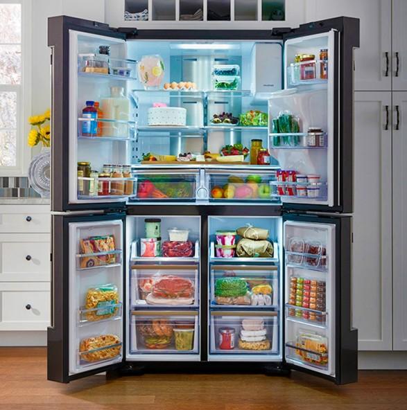 Холодильник Samsung с сенсорным экраном и камерами внутри