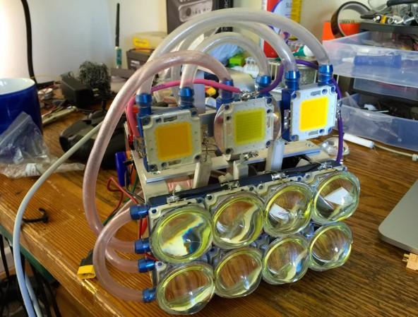 Светодиодный фонарь на 100000 люмен