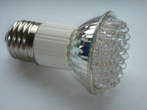 Производители страдают из-за длительного срока службы LED лампочек.