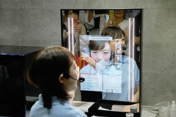 Умное зеркало Panasonic для самого сложного макияжа