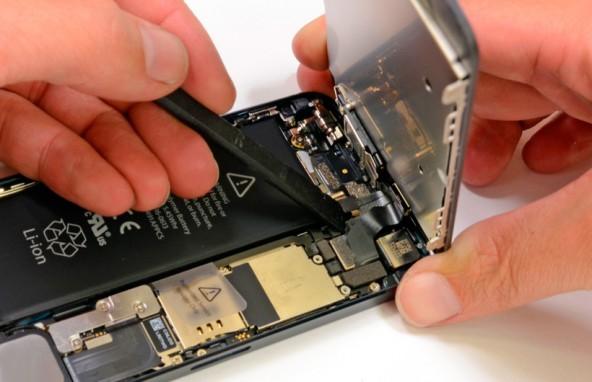 Какие смартфоны чаще попадают в сервис