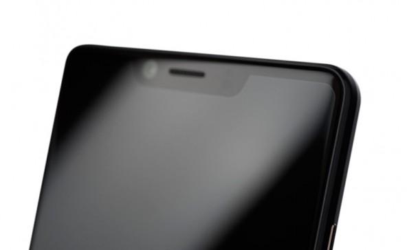 Sharp Aquos D10 - безрамочник с Full HD+ экраном